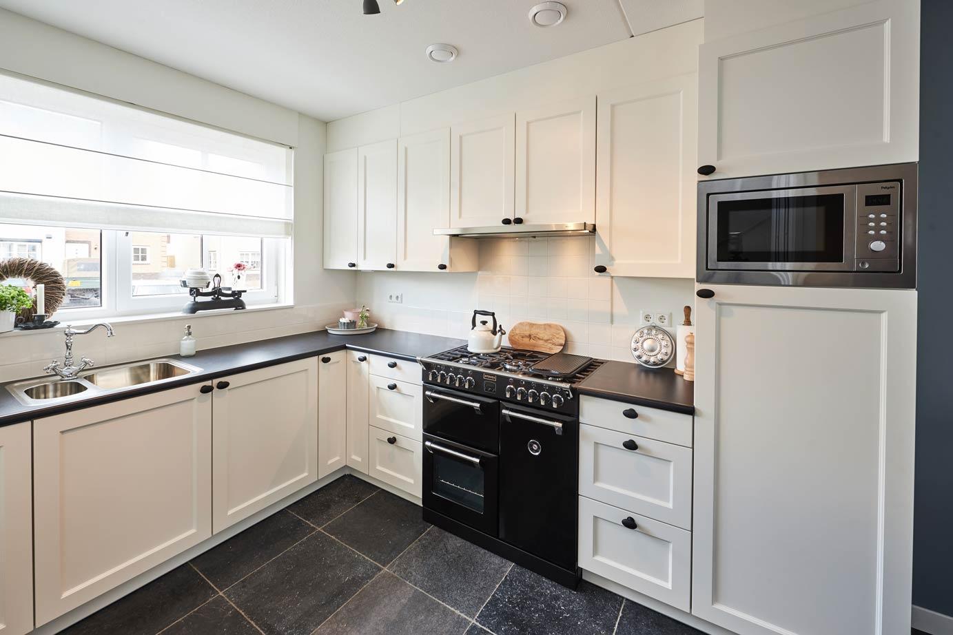 Klassieke keuken kopen uw keukenspeciaalzaak selectiv klassiek product in beeld keuken op maat - Beeld van eigentijdse keuken ...