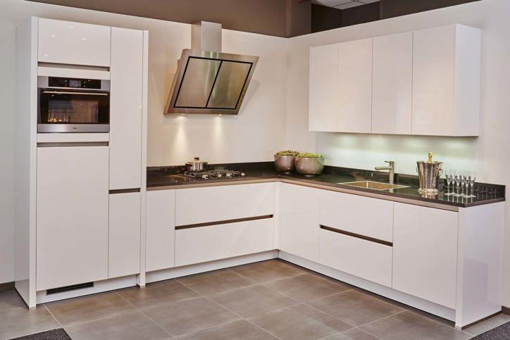 Witte Keuken Bovenkastjes : Hoekkeuken. brede keus veel prijsklassen. pelma