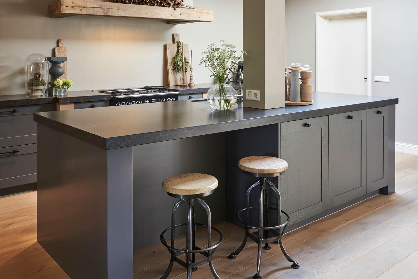 Keuken Moderne Bar : Landelijk moderne keuken met eiland in zeeland lees klantervaring